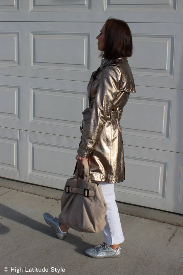blogger Nicole in white boyfriend pants, gold trench coat and silver sneakers