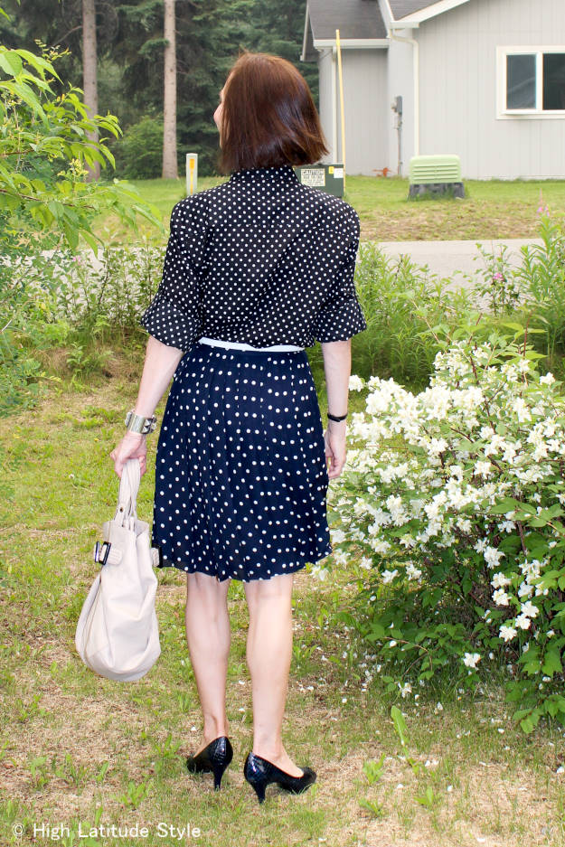 #fashionover50 style blogger mixing polks dots of divverent size with different background color