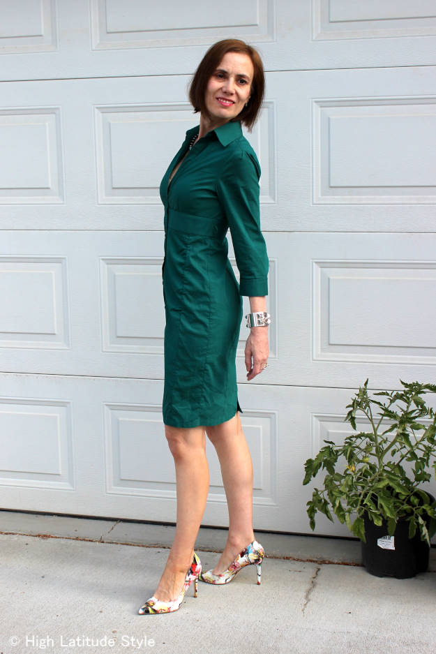 consigning fashion blogger in teal sleek shirt dress with floral pumps