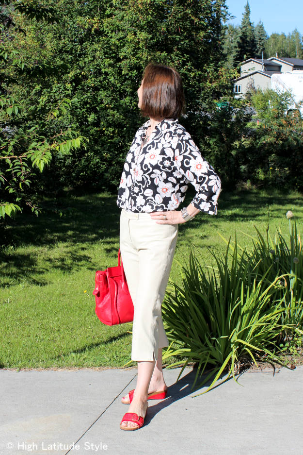 #fashionover50 ageless BBQ outfit with Hawaiian shirt and capri pants