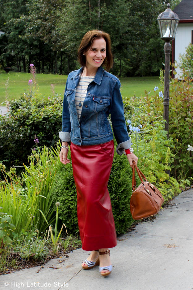 style book author wearing a maxi skirt with a jens jacket and plateau sndals in early fall