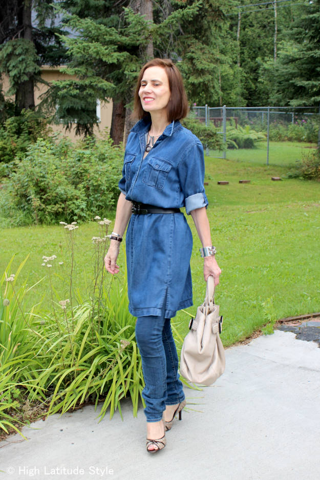 #advancedfashion Side view of older woman in dress with jeans outfit