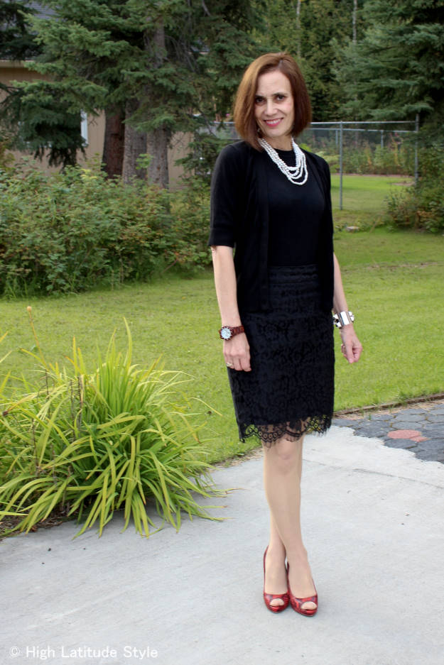 over 40 years old blogger in twinset with pearls for a dark and light look