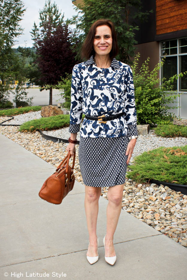 #fashionover40 #fashionover50 mature woman mixing blue and white pattern in a work outfit