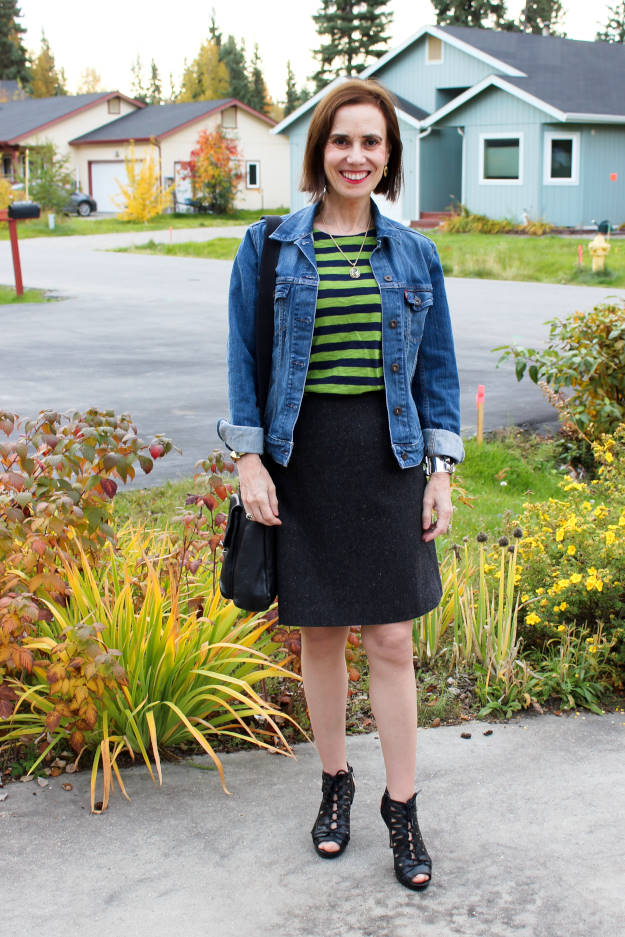 #fashionover40 #fashionover50 Style challenges for 40+ woman in T-shirt and denim jacket