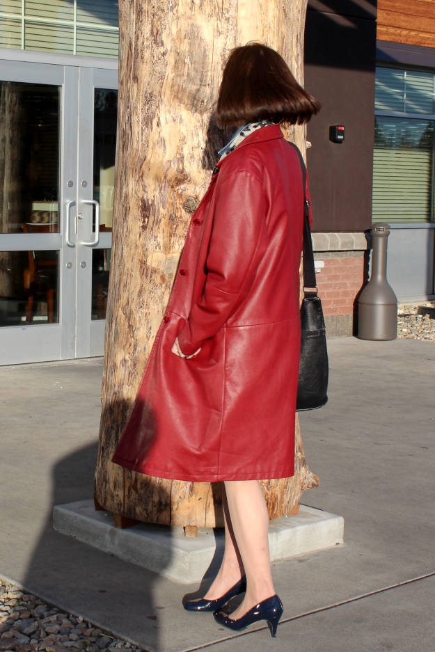 fashion blogger in boxy leather coat with patent leather pumps