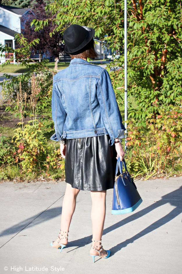 Alaskan fashion blogger in street style