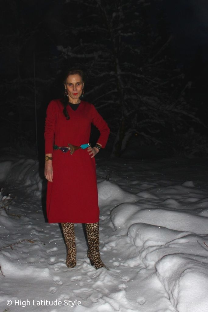 lifestyle blogger in casual red knitdress with belt and tall boots for Thanksgiving