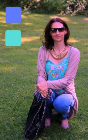 #fashionover40 #fashionover50 How to wear analogous colors: Example 5 of outfit in analogous colors - Guest post by Lorna Mai