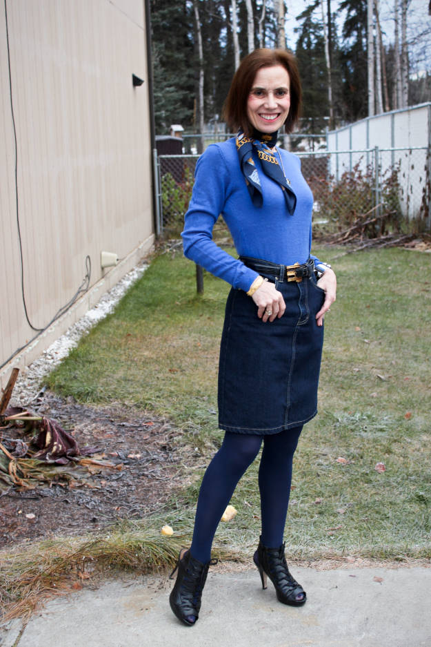 fashion blogger Nicole of High Latitude Style in Alaskan street style for Thanksgiving