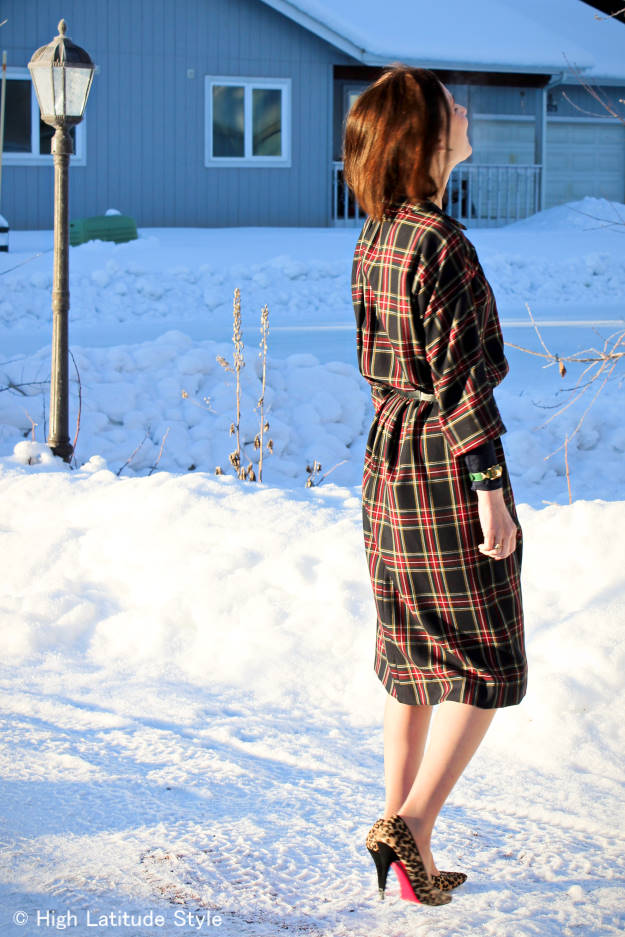 over 50 years old blogger in plaid shirt dress syled for the office in a layered look