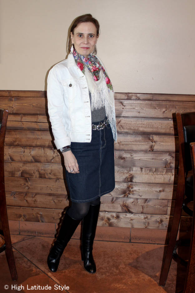 #fashionover40 Blogger Nicole in a casual spring work outfit