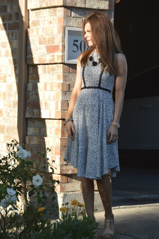 style blogger in ageless outfit for Mother's Day