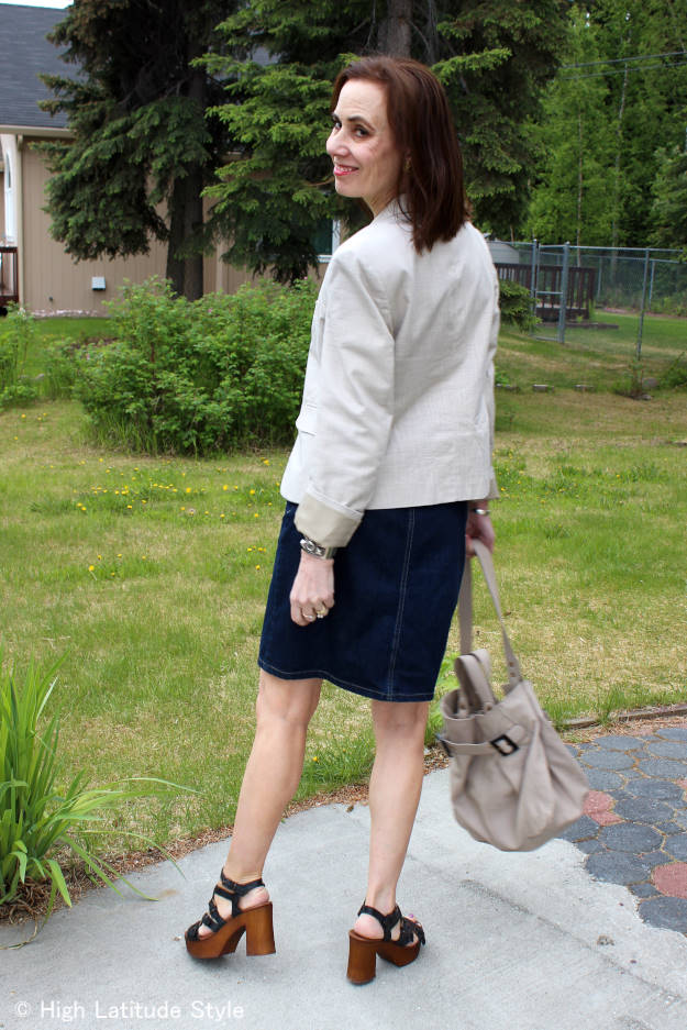 #Musse&Cloud #coolway Midlife woman in a posh outfit with Malena strappy Musse & Cloud sandals