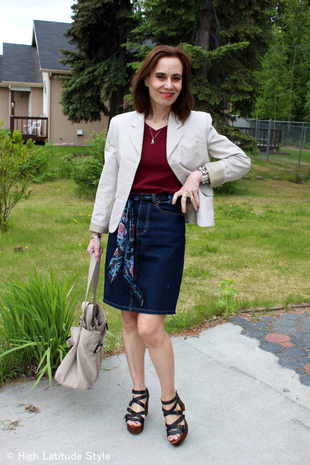 blogger Nicole in a California casual work outfit