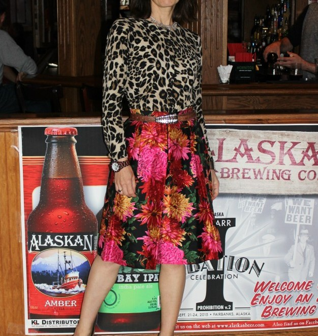 #fashionover50 mature woman in mixed print outfit