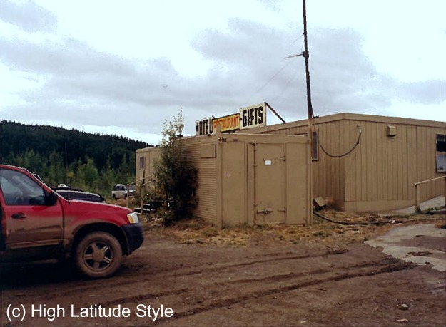 travel Alaska muddy SUV after driving the Dalton to Yukon Crossing