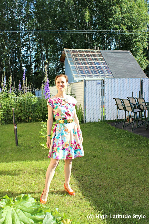 Alaskan fashion blogger in summer dress posing in front of two owls