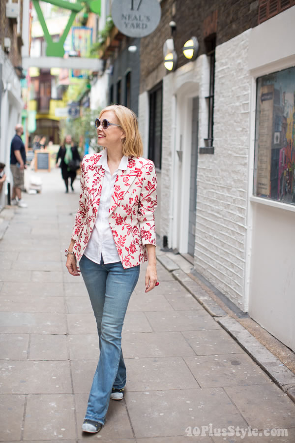 #fortyplusstyle woman in floral blazer