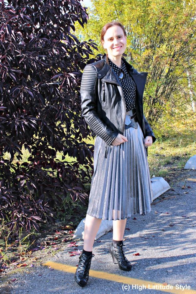 #fashionover50 mature woman wearing streetstyle