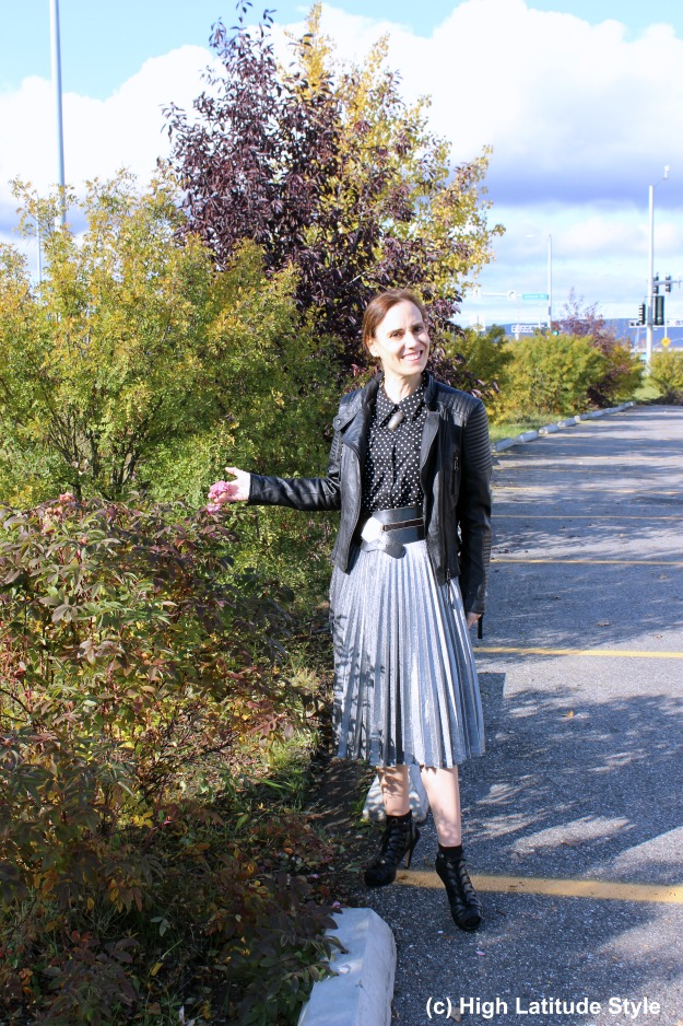 #fashionover40 woman wearing a pleated silver skirt