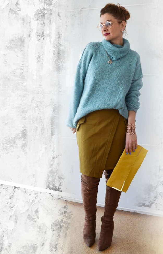 #midlifestyle Chrissie wearing an unexpected color combination