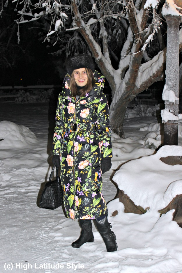 #midlifestyle woman in posh winter outfit with booties from Coolway