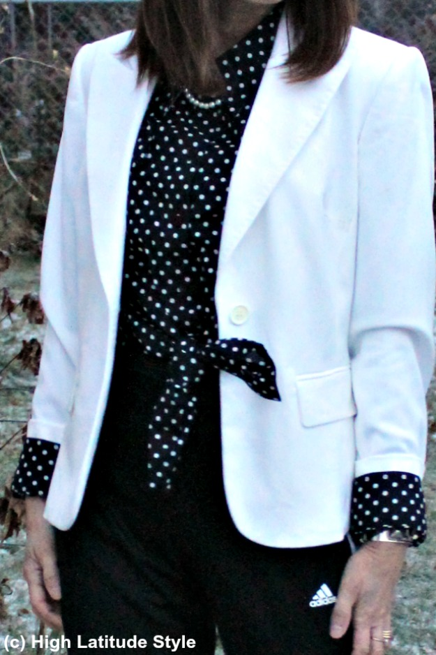 Knotted shirt with accessories