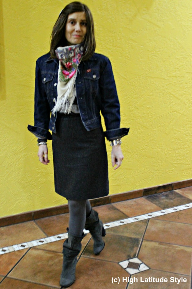 fashion over 40 woman in casual posh work outfit