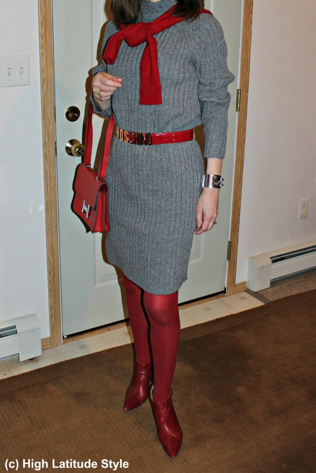 #fashionover50 woman in long sweater styled for a Valentine's Day dinner at a roadhouse