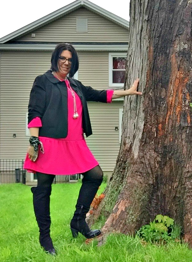 Fashion over 40 Shelbee in pink dress