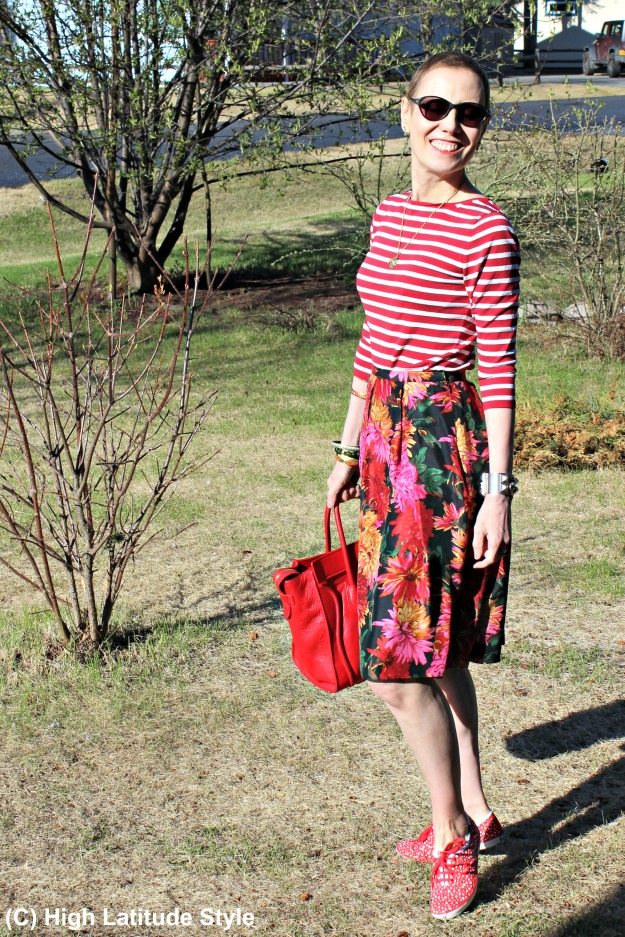 #over40fashion #midlifestyle woman in summer outfit with mixed prints