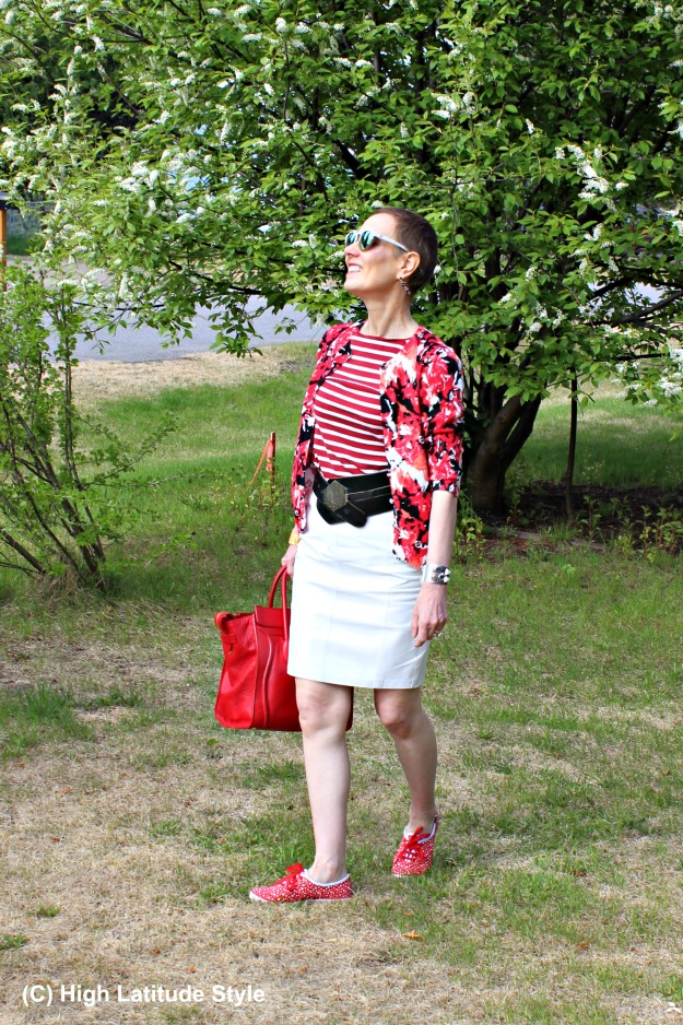 #fashionover50 mature blogger wearing mixed prints with #Winkwood white painted mirrored sunglasses
