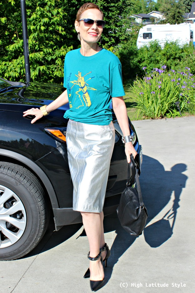 #fashionover50 woman in date night outfit wearing the graphic T-shirt trend