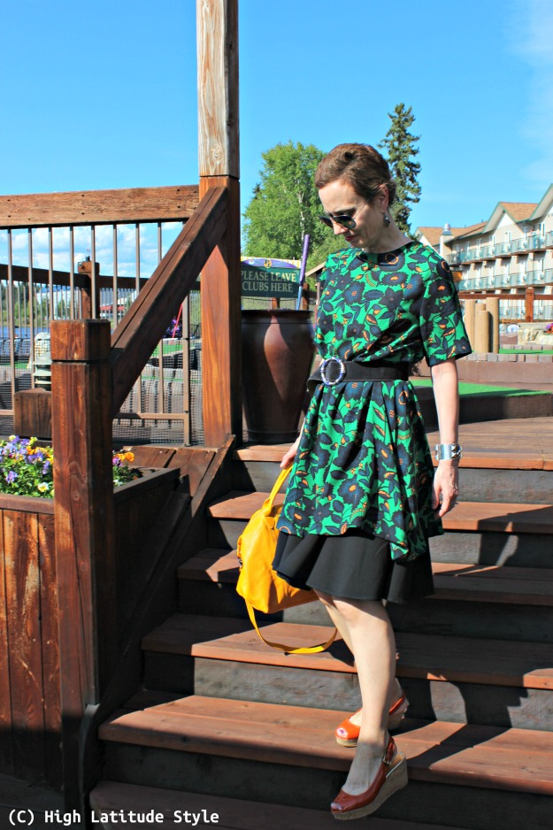 midlife fashion woman in summer vacation outfit