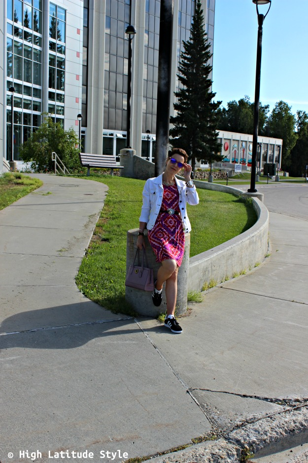 fashion over 40 woman in casual summer look