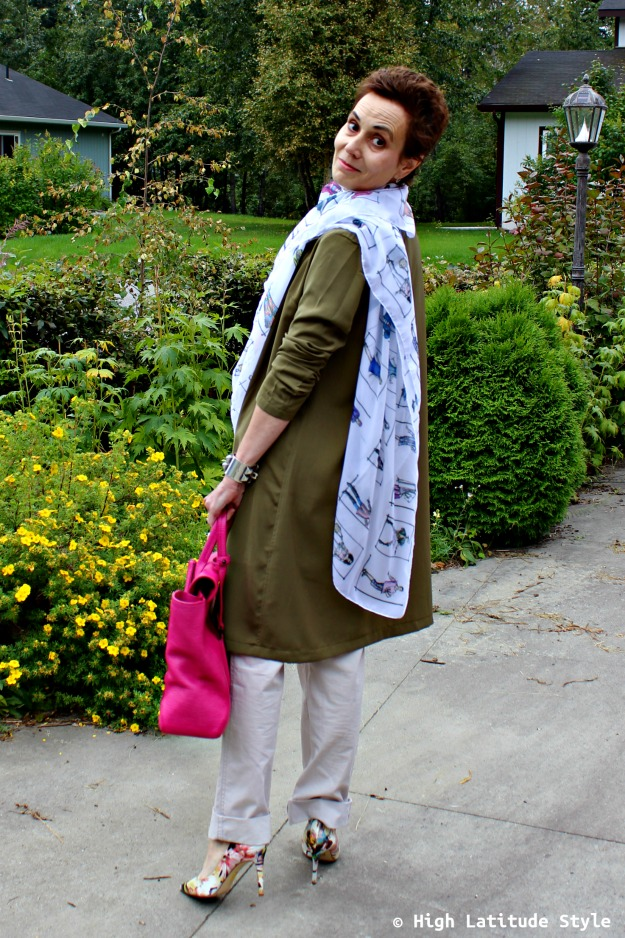 fashion blogger over 40 in Casual Friday look with long blazer and chinos pants