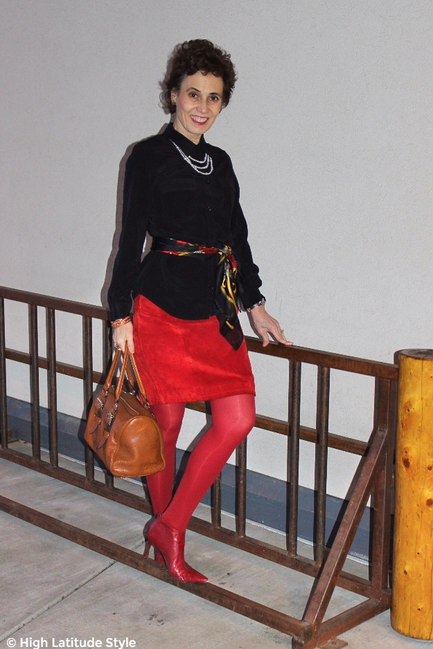 #maturestyle woman in office outfit with silk blouse and pearls
