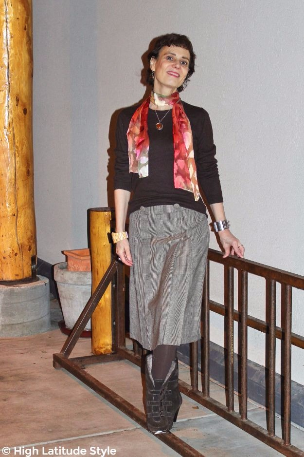 #styleover40 woman in fall office look with #UnoAllaVolta scarf and pendant