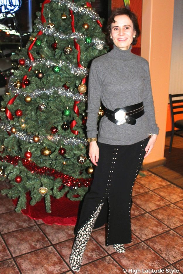 #fashionover50 woman in gray, black and white outfit in front of a Christmas tree