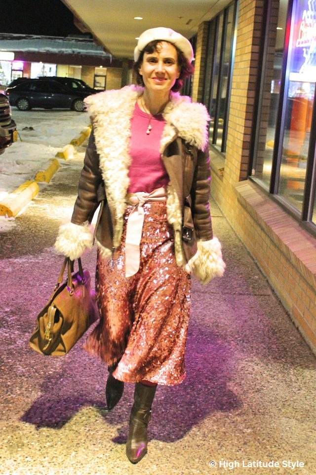fashion blogger wearing an outfit in brown and pink
