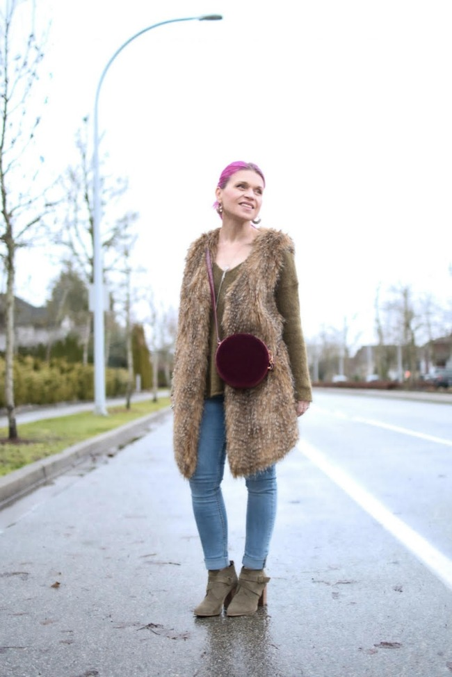 Monika Faulkner of Style is my Pudding wears a neutral outfit in shades of brown and blue plus lots of texture