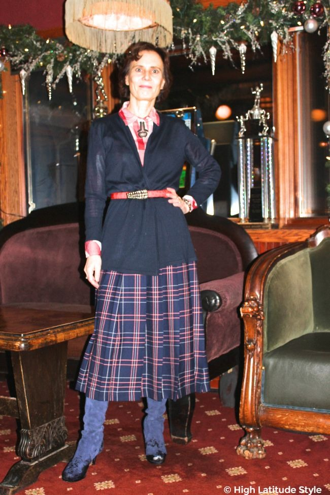 #fashionover50 woman in all navy outfit with some fashionable pops of color in red and white