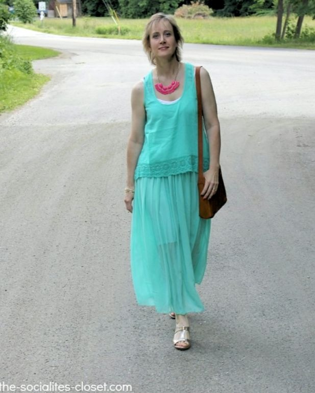 #Fashionover40 Ellen Christian beating muggy weather in a matching mint skirt top dress