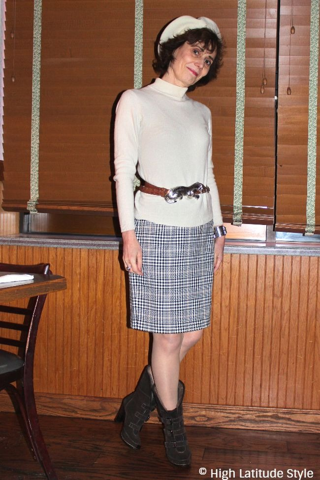 #midlifestyle Alaskan woman in cute March look with skirt, sweater, beret, belt, booties, pantyhose and beret