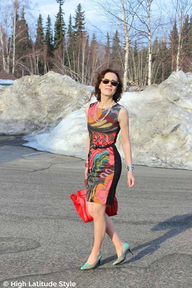 Alaskan fashion blogger walking in print work attire for summer