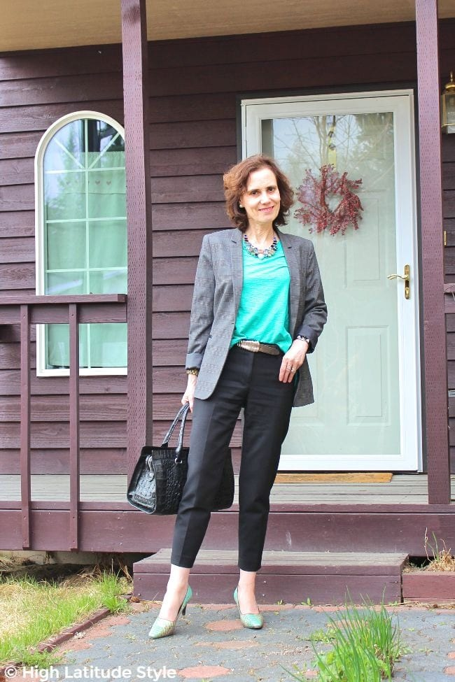 style blogger in fake suit with pop of teal pumps and top