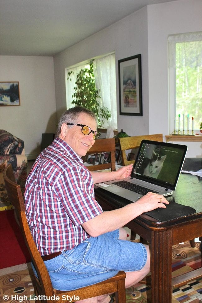 #eyeprotection man wearing computer glasses, Bermudas and a shirt in front of his laptop