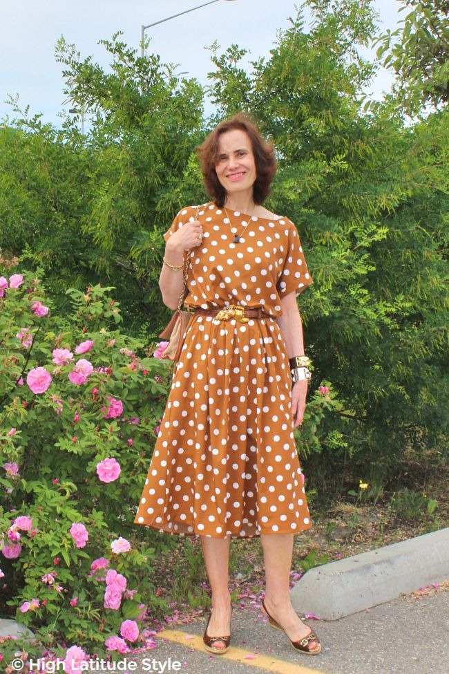 midlife fashion blogger in iconic copper brown with white polka dot dress like Pretty Woman