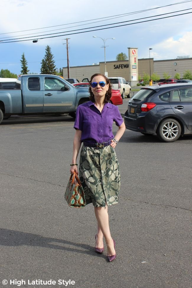 midlife woman in summer work outfit with high heels, shirt and upcycled skirt